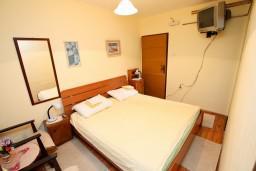 Студия (гостиная+кухня). Черногория, Колашин : Студия в Колашине на первом этаже.