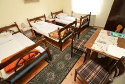 Спальня. Черногория, Колашин : Апартамент для 9-х человек, 3 спальни, Колашин, Черногория.
