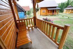 Терраса. Черногория, Колашин : Деревянный дом в Колашине с 2-мя спальнями