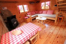 Гостиная. Черногория, Колашин : Деревянный дом в Колашине с 2-мя спальнями