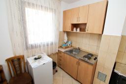 Кухня. Черногория, Колашин : Уютный дом с 2-мя отдельными спальнями и террасой в Колашине.