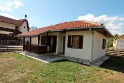 Фасад дома. Черногория, Колашин : Уютный дом с 2-мя отдельными спальнями и террасой в Колашине.