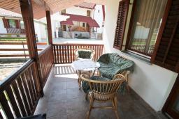 Терраса. Черногория, Колашин : Уютный дом с 2-мя отдельными спальнями и террасой в Колашине.