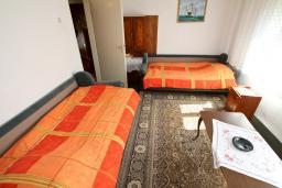 Спальня. Черногория, Колашин : Уютный дом в Колашине с 2-мя отдельными спальнями и с террасой.