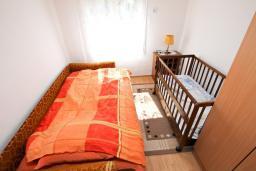 Спальня 2. Черногория, Колашин : Уютный дом в Колашине с 2-мя отдельными спальнями и с террасой.