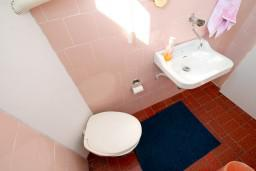 Туалет. Черногория, Колашин : Уютный 2-х этажный домик в Колашине с 3-мя отдельными спальнями.