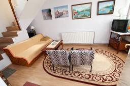Гостиная. Черногория, Колашин : Уютный 2-х этажный домик в Колашине с 3-мя отдельными спальнями.