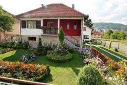 Территория. Черногория, Колашин : Уютный 2-х этажный домик в Колашине с 3-мя отдельными спальнями.
