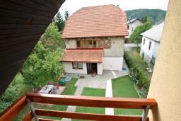 Балкон. Черногория, Колашин : Большой 2-х этажный апартамент для 6 человек, с 2-мя спальнями на втором этаже и одной на третьем, Колашин, Черногория.