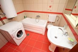 Ванная комната. Черногория, Колашин : Современный апартамент с большой гостиной и отдельной спальней, Колашин, Черногория.
