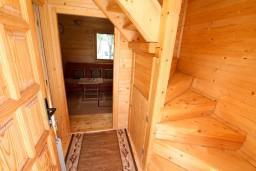 Коридор. Черногория, Колашин : Уютный деревянный дом с отдельной спальней на втором этаже, Колашин, Черногория.