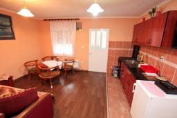 Гостиная. Черногория, Жабляк : Уютный дом с отдельной спальней на Жабляке