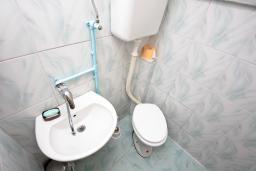 Туалет. Черногория, Жабляк : Уютный дом с отдельной спальней на Жабляке