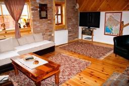 Гостиная. Черногория, Жабляк : Просторный 2-х этажный апартамент для 5-7 человек, 2 отдельных спальни, Жабляк, Черногория.