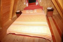Спальня. Черногория, Жабляк : Бунгало с кухней и гостиной на первом этаже, 2-мя отдельными спальнями на втором на Жабляке