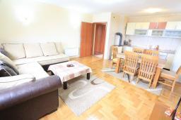 Гостиная. Черногория, Жабляк : Современный апартамент для 4-6 человек, 2 отдельные спальни, Жабляк, Черногория.