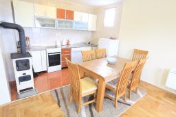 Кухня. Черногория, Жабляк : Современный апартамент для 4-6 человек, 2 отдельные спальни, Жабляк, Черногория.