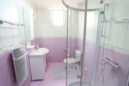 Ванная комната. Черногория, Жабляк : Современный апартамент для 4-6 человек, 2 отдельные спальни, Жабляк, Черногория.