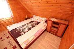 Спальня. Черногория, Жабляк : Уютный деревянный дом с 4-мя отдельными спальнями на Жабляке.