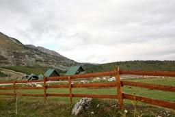 Вид. Черногория, Жабляк : Уютный деревянный дом с 4-мя отдельными спальнями на Жабляке.