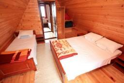 Спальня 2. Черногория, Жабляк : Апартамент для 6 человек, 2 отдельные спальни, Жабляк, Черногория.