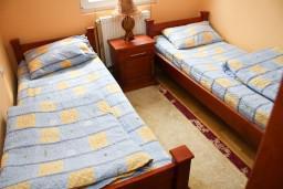 Спальня 2. Черногория, Жабляк : 2-х этажный дом с 3-мя отдельными спальнями на Жабляке.