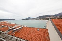 Вид на море. Черногория, Рафаиловичи : Просторная студия  с балконом с шикарным видом на море на берегу Рафаиловичей