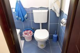 Ванная комната. Черногория, Петровац : Студия с балконом и видом на море