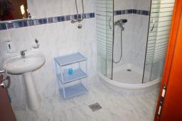 Ванная комната. Черногория, Обала Джурашевича : Студия с большой террасой и видом на море