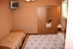 Студия (гостиная+кухня). Черногория, Обала Джурашевича : Студия с террасой, видом на море и на сад