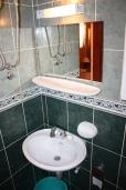 Ванная комната. Черногория, Обала Джурашевича : Студия с террасой, видом на море и на сад