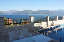 Вид на море. Черногория, Крашичи : Духместная студия с террасой и видом на море