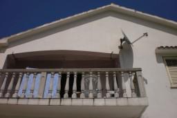 3-х этажный дом в Рисане, площадью 260м2. Земельный участок 800м2. Гараж, 4 парковочных места, резервуар для воды на 2000л. в Рисане