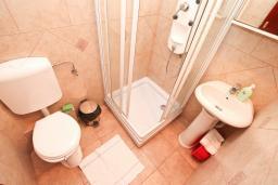 Ванная комната. Черногория, Жанице / Мириште : Студия для 3 человек с балконом, 80 метров до моря