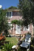 Территория. Черногория, Булярица : 2-х этажный дом с 2-мя спальнями,  с 2-мя ванными комнатами, с зеленым садом, Wi-Fi, на территории мангал для шашлыка.