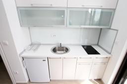 Кухня. Черногория, Петровац : Современная студия в 200 метрах от моря