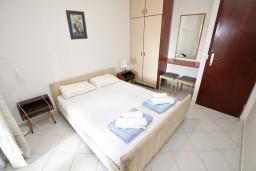 Спальня 3. Черногория, Петровац : Апартамент для 5 человек, с 3-мя отдельными спальнями, с террасой