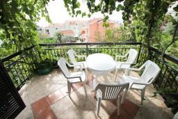 Вид на море. Черногория, Петровац : Апартамент для 5 человек, с 3-мя отдельными спальнями, с террасой