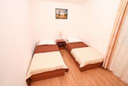 Спальня 2. Черногория, Обала Джурашевича : Апартамент для 4-6 человек, с двумя отдельными спальнями, с балконом и шикарным видом на море, возле пляжа
