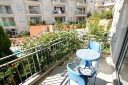 Балкон. Черногория, Петровац : Современный апартамент для 3-5 человек, 2 спальни, с балконом с видом на море