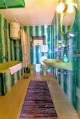 Ванная комната 2. Черногория, Святой Стефан : 2-х этажный дом для 9 человек, 3 спальни, 2 ванные, большая терраса с барбекю перед домом и видом на море