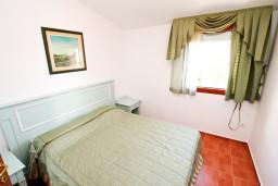 Спальня. Черногория, Каменово : Большой апартамент для 4-5 человек, 2 отдельные спальни, с балконом с видом на море