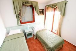 Спальня 2. Черногория, Каменово : Большой апартамент для 4-5 человек, 2 отдельные спальни, с балконом с видом на море