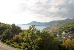 Вид на море. Черногория, Каменово : Большой апартамент для 4-5 человек, 2 отдельные спальни, с балконом с видом на море