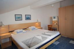 Спальня. Черногория, Будва : Апартамент для 4-6 человек, 2 спальни, с террасой с видом на море