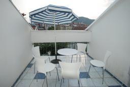 Балкон. Черногория, Будва : Апартамент для 4-6 человек, 2 спальни, с террасой с видом на море