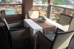 Балкон. Черногория, Будва : Апартамент для 4 человек, 2 отдельные спальни