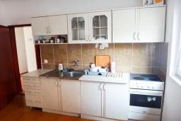 Кухня. Черногория, Приевор : 2-х этажная вилла, 5 спален, кухня и ванная комната на каждом этаже, просторная гостиная, большая терраса