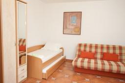Спальня. Черногория, Кумбор : Апартамент для 6 человек с двумя отдельными спальнями, с террасой и видом на море