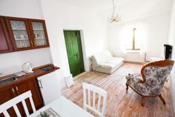 Гостиная. Черногория, Росе : Апартамент для 2-3 человек, с отдельной спальней, с террасой с видом на море